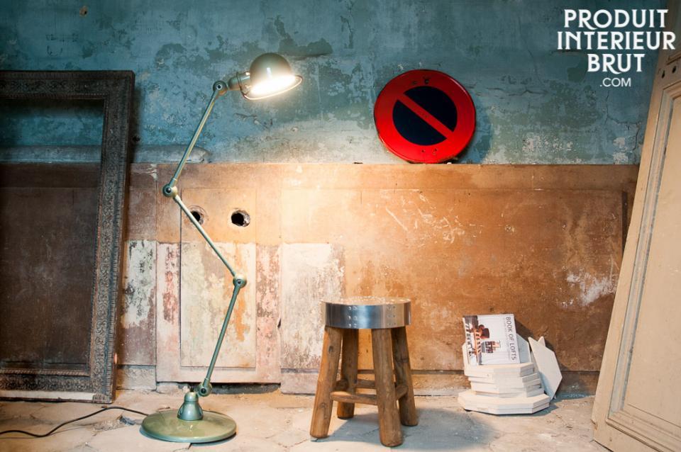 Mise en ambiance » d'une lampe Jieldé sur la version allemande de Produit Intérieur Brut…